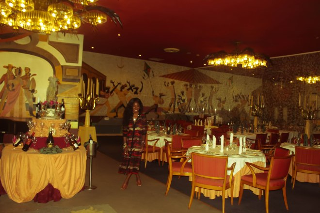 This is the original main dining room L'Aiglon, where Ava Gardner supposedly dragged a bus boy to bed. I don't think much has been changed about this place....
