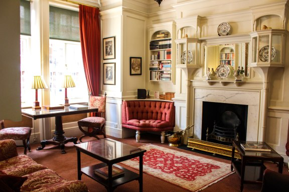 nneya-richards-draycott-hotel-sitting-room