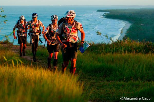 Nathan Fa'avae nawiguje swoją ekipę przez brazylijską dżunglę