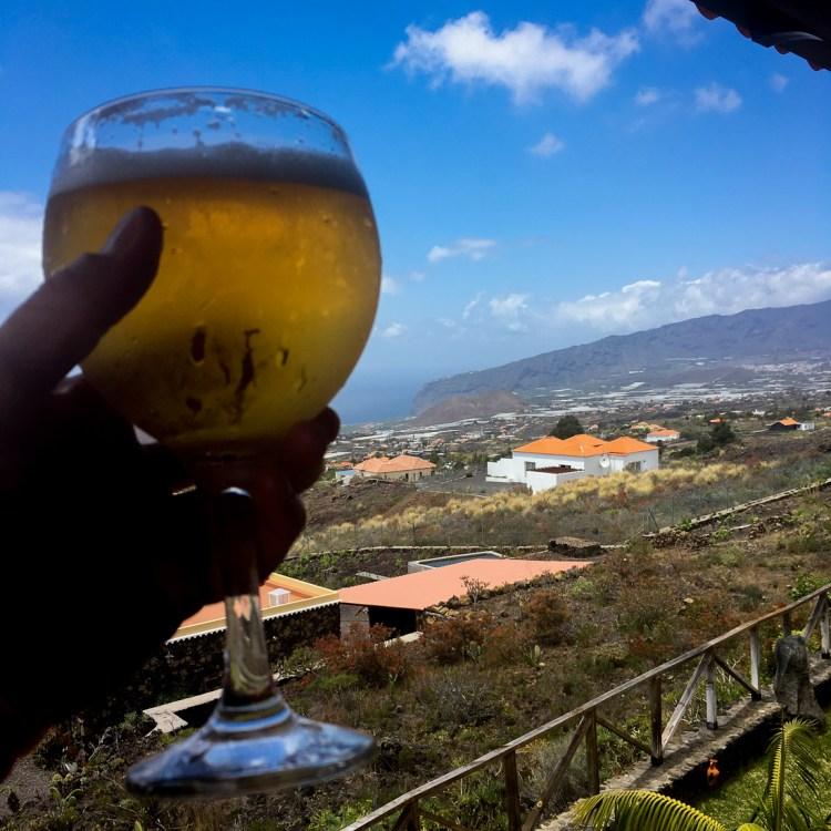 Zasłużone piwo i toast za dobrze wykonaną robotę. Fot. Andrzej Olszanowski