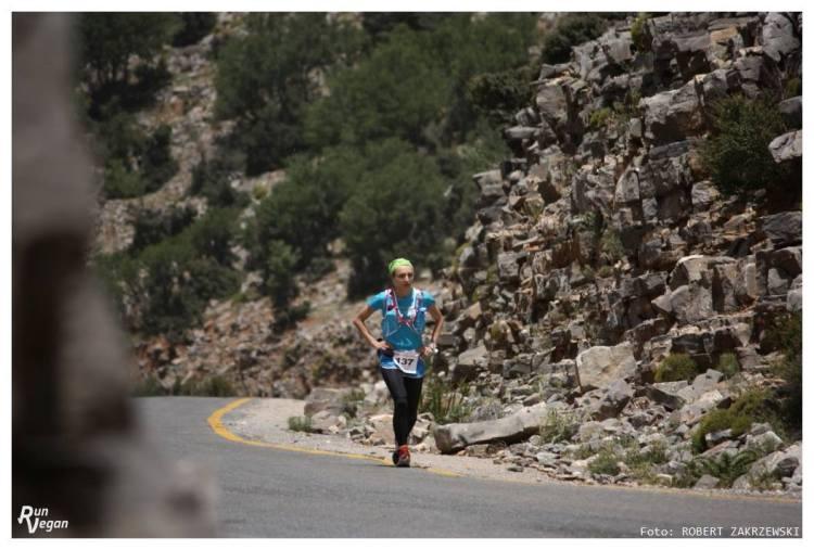 Heroes Ultra Crete - Viola Domaradzka na trasie, na odcinku asfaltowym. Fot. Robert Zakrzewski