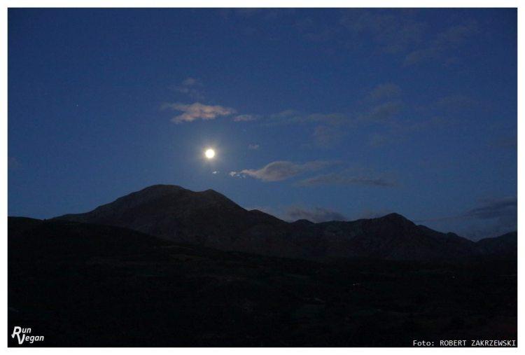 Noc na trasie Heroes Ultra Crete była wyjątkowa za sprawą świecącego mocno księżyca w pełni. Fot. Viola Domaradzka