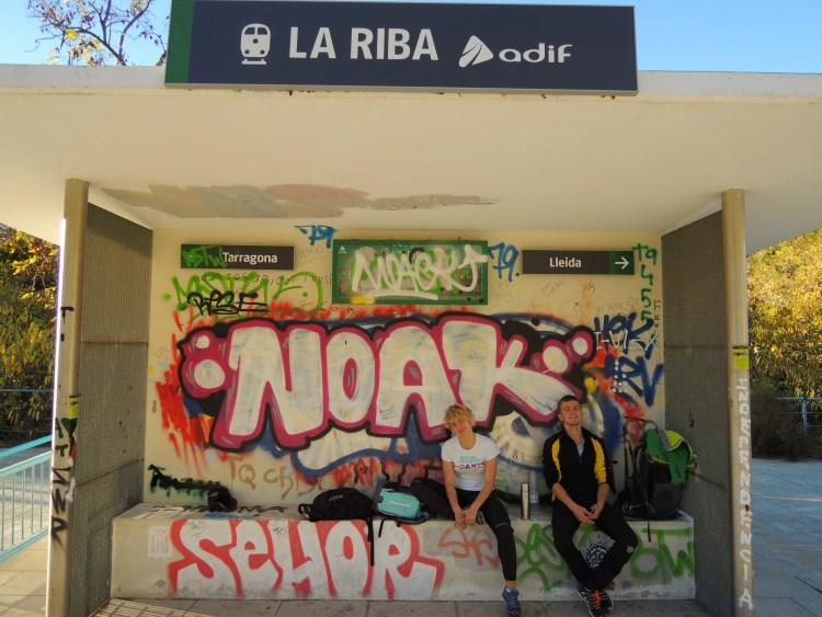 Na przystanku w Hiszpanii. Fot. Archiwum Violi i Ilyi