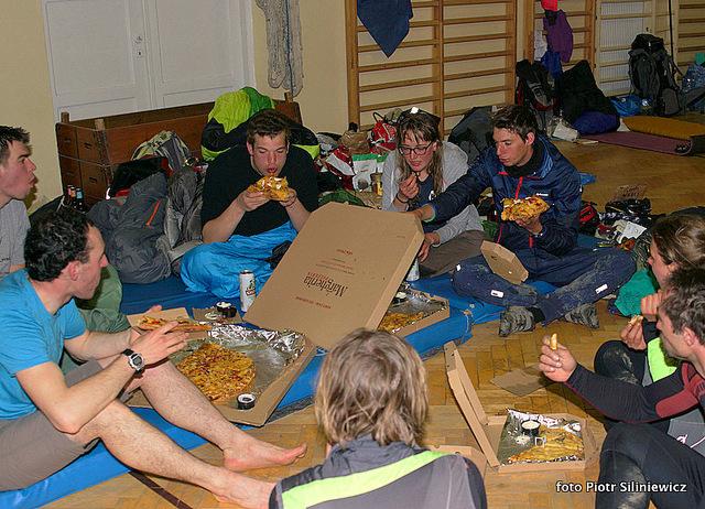 Pizza i piwo porajdowe, razem z Konwaliami