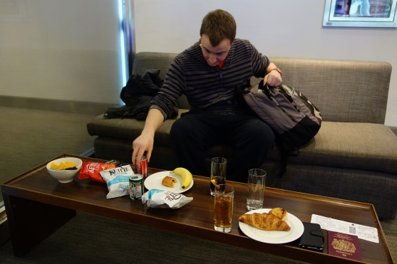 How much loot can J fit in his bag from the BA Lounge?