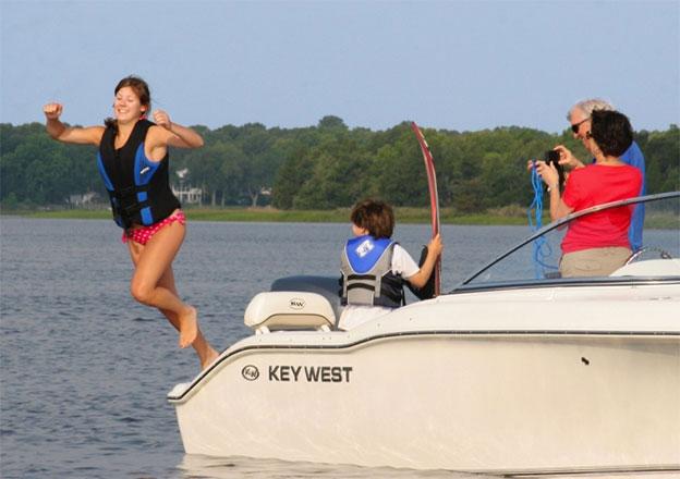 Stern - KW 21' Rental Boat