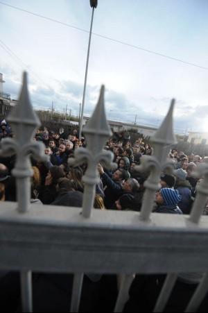 Bacoli, due famiglie sfrattate incidenti, 3000 in strada