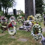 Flowers-the-Nisei-war-memorial-monument