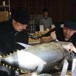 Tuna-filleting-show-at-ten-sushi