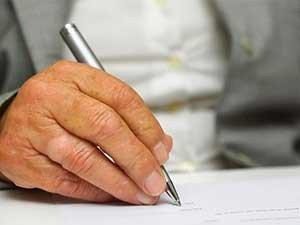 Как оформляется обязательная доля в наследстве для пенсионера у нотариуса
