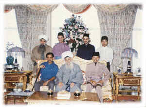 Shaykh Nazim with the Sultan of Brunei (left) and the Prince of Malaysia Raja Ashman.