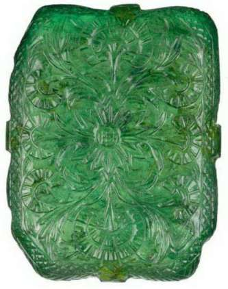 floral pattern on the reverse side of the moghul emerald. © Christie's