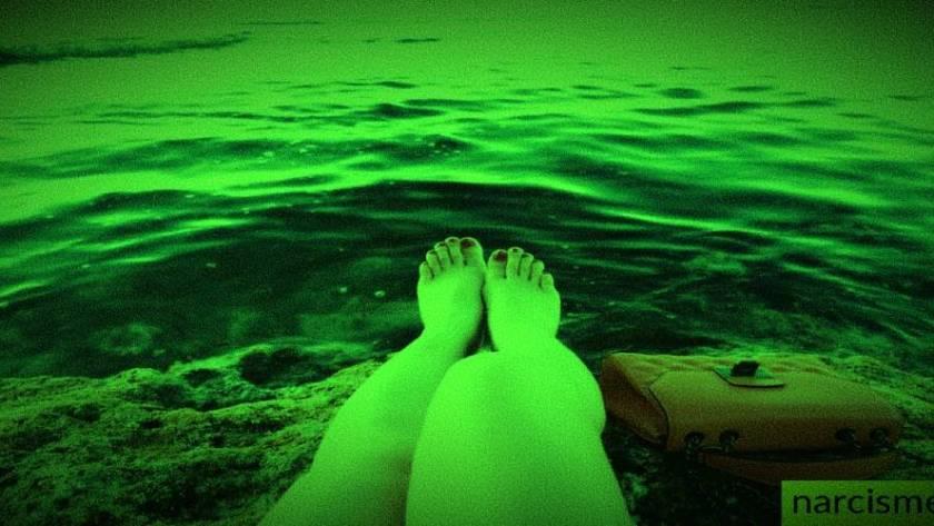 voeten in het water voor narcisme.blog