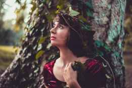 adult beautiful girl colorful dress, zelf-vergeving om de schuldgevoelens kwijt te geraken