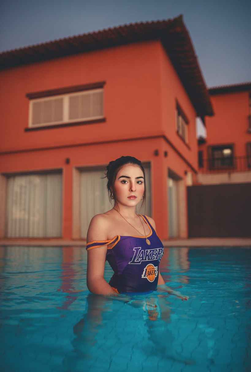 young brunette in house pool, hypnose