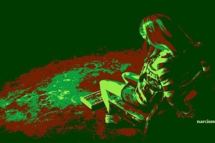 vastgebonden vrouw op stoel s nacht voor narcisme.blog