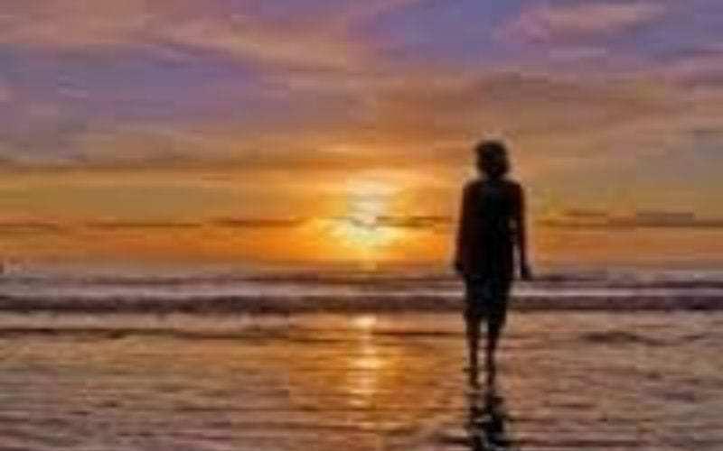 Jezus en de status quo foto van zicht op zee met ondergaande zon