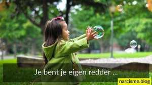 foto van meisje met zeepbel en tekst je bent je eigen redder