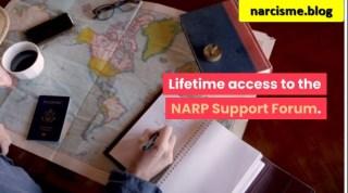 kaart en notitieboekje voor, online platform omgaan met narcisme