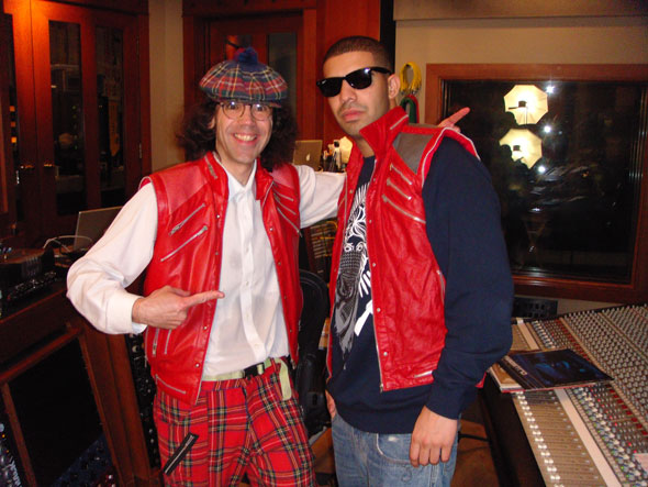 Nardwuar The Human Serviette vs. Drake !