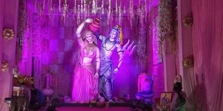 दुर्गा उत्सव में रोशनी की बरसात, लगता नहीं हुई है रात