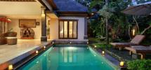 rumah dengan kolam renang-