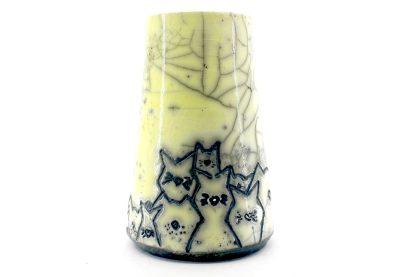 Namizna vaza raku izdelek z motivi muckov rumena