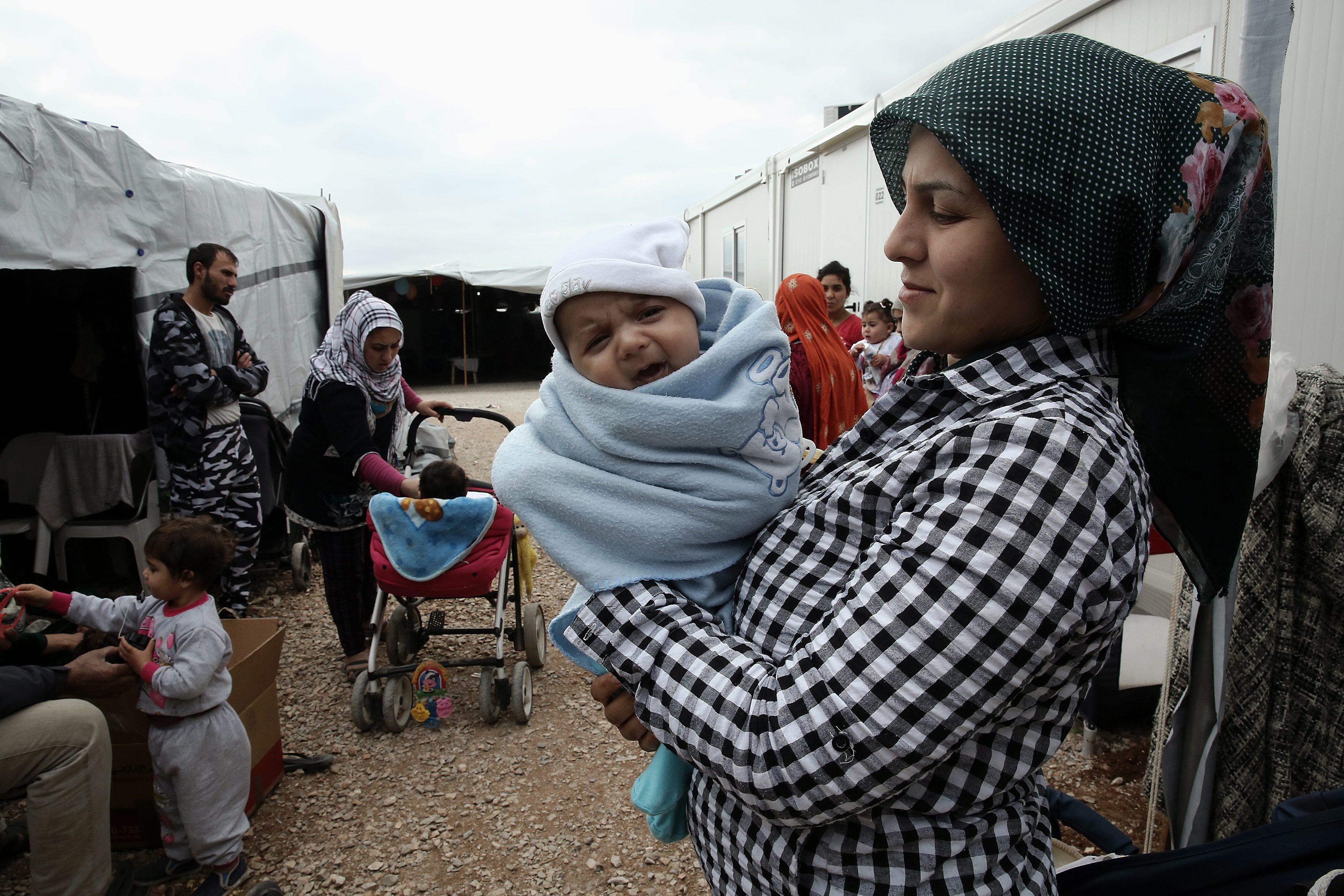 Gotovo 400 migranata probilo marokansko-španjolsku granicu u Ceuti - Narod.hr