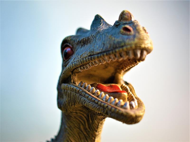 cette image illustre comment écrire les meilleures fins de premier chapitre (avec un dinosaure)