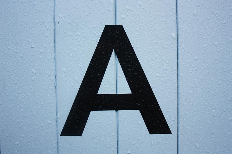 """l'image représente le A du lipogramme sans la lettre """"a"""""""