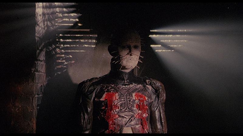 L'image représente Pinhead l'un des antagonistes du film Hellraiser le Pacte réalisé par Clive Barker.