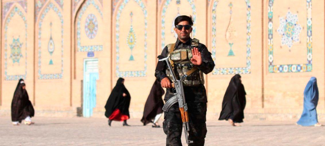 TALIBANES SE ENFRENTAN A LAS FUERZAS DE AFGANISTÁN