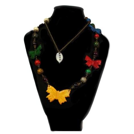 collar mariposas en busto