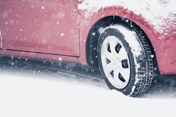 雪道にノーマルタイヤ
