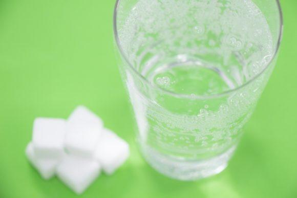 炭酸飲料と角砂糖