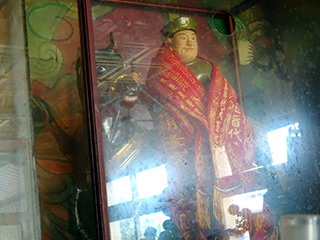 山村敏郎大使神像