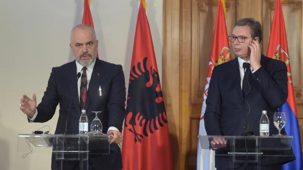ŠOK NA DRŽAVNOJ TELEVIZIJI: Albanci ''prisvojili'' Vučića (FOTO) 3