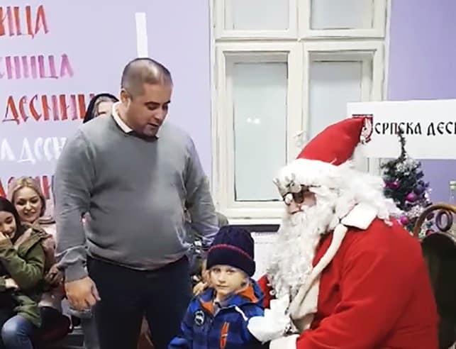 Srpska desnica podelila novogodišnje paketiće deci palih boraca i socijalno ugroženim 1
