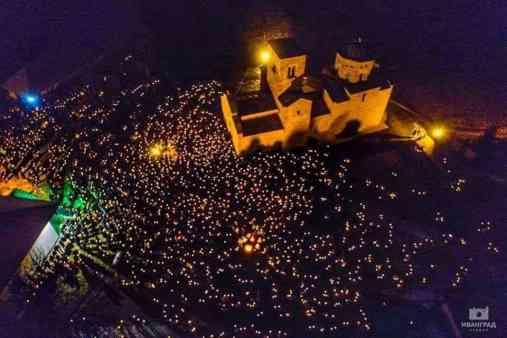 SRBI PONOVO UJEDINJENI: Najneverovatnije fotografije sa protesta u Crnoj Gori 2