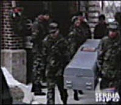ODALI IH GRCI: Evo kako se 19 američkih vojnika vratilo u sanducima 1999 (FOTO) 1