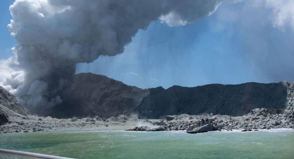 HAOS: Kamenje rasturalo sve pred sobom i letelo 600 metara od kratera 1