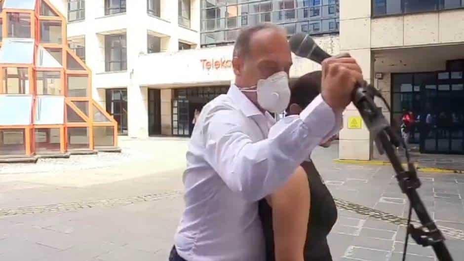Direktor Telekoma nasrnuo na Mariniku i novinare! 1
