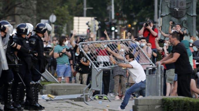 KRENULO JE: Srbi protestuju širom sveta, traže demokratiju 1