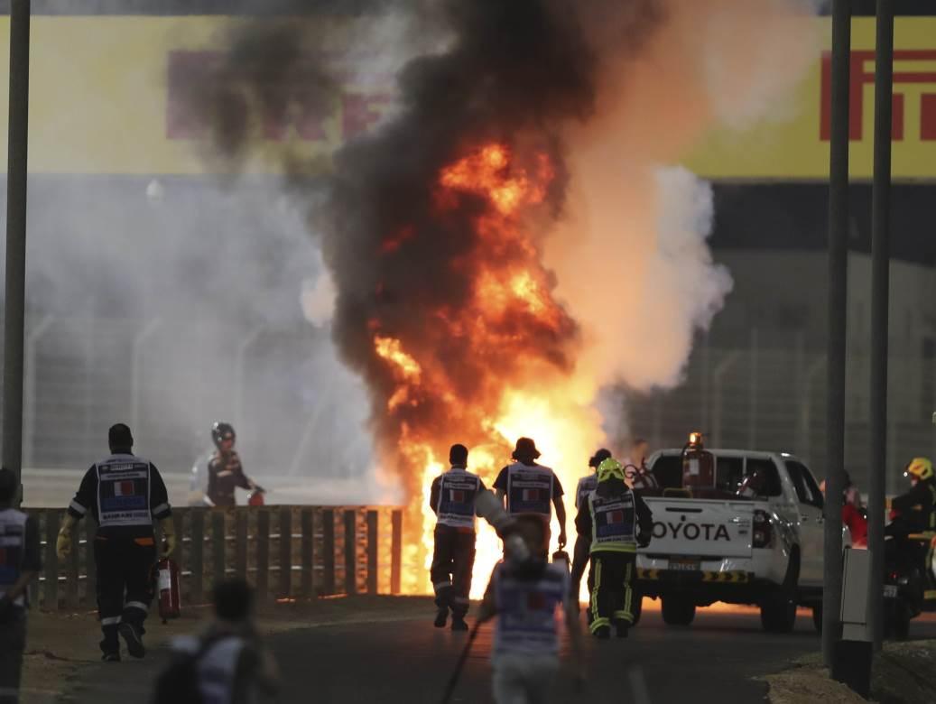 NEMILE SCENE NA FORMULI 1:  Vozilo sletelo sa staze i eksplodiralo! A vozač...(VIDEO) 1