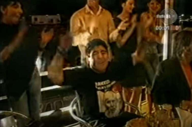 "Maradona peva ""Marširala kralja Petra garda"" (VIDEO) 1"