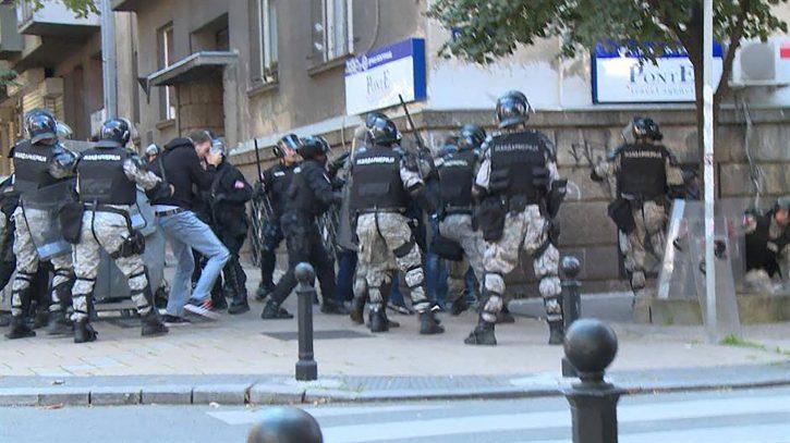 Progovorio žandarm koji je tukao Andreja Vučića 1