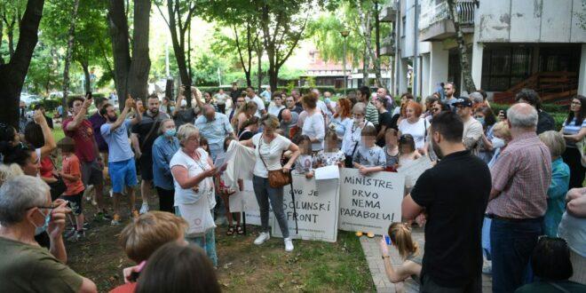 "BEOGRAD SE BUDI: Drugi dan protesta stanara zbog hotela ""Mona"", DOSTA JE BAHATIH NAPREDNJAKA! 1"