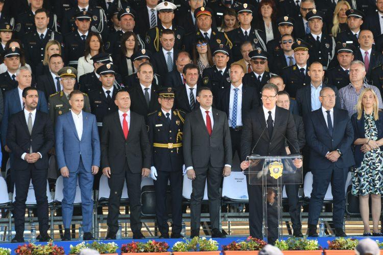 VUČIĆ DRAMI PRED POLICIJOM: Ne postoji ništa teže od čuvanja države, pa daj OSTAVKU MAJSTORE! 1