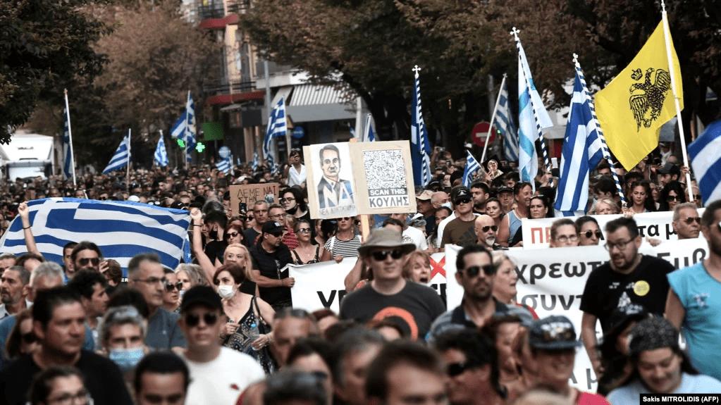 (VIDEO) EVROPA SE BUDI, NAROD NA ULICAMA, DOSTA JE: U Atini policija napala demonstrante! 1