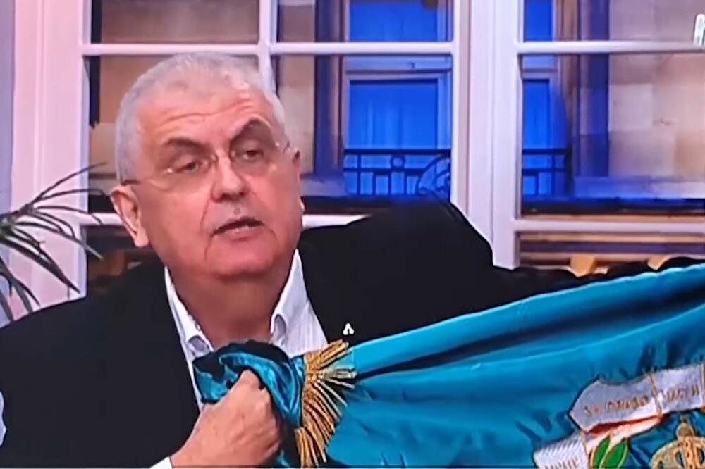 ČANAK PRIZIVA KRV I PRETI: Razvio komitsku zastavu u emisiji, ne dirajte Crnu Goru, biće rata! 1